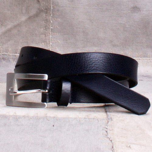 Blått skinnbelte med sølvfarget spenne 2,5cm Bæltekompagniet - 25993-12