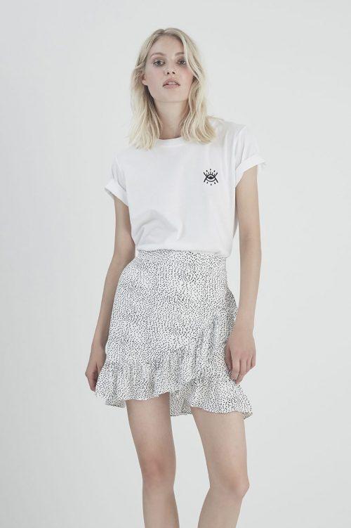 Hvitmønstret skjørt Gestuz - 3369 cathrin gz short skirt Hvit t-shirt gestuz - 3343 una gz tee