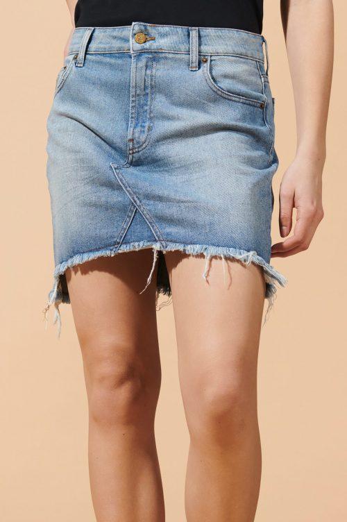 Råtøff jeansskjørt med trendy råkant Lois Jeans