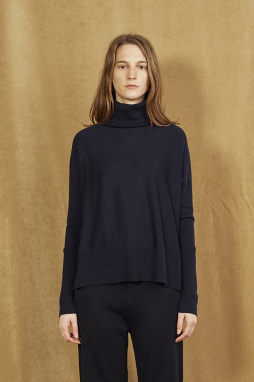 Sort eller oatmeal polo merino med splitt Cathrine Hammel - 1004 short wide turtle neck med split