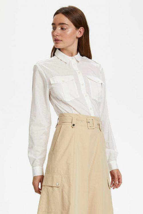 Hvit organisk bomull med brystlommer Gestuz - 4260 zina shirt