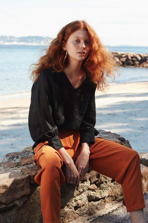 Sort ramie bluse med v-hals og poseerm Katrin Uri - 425 nami ramie blouse