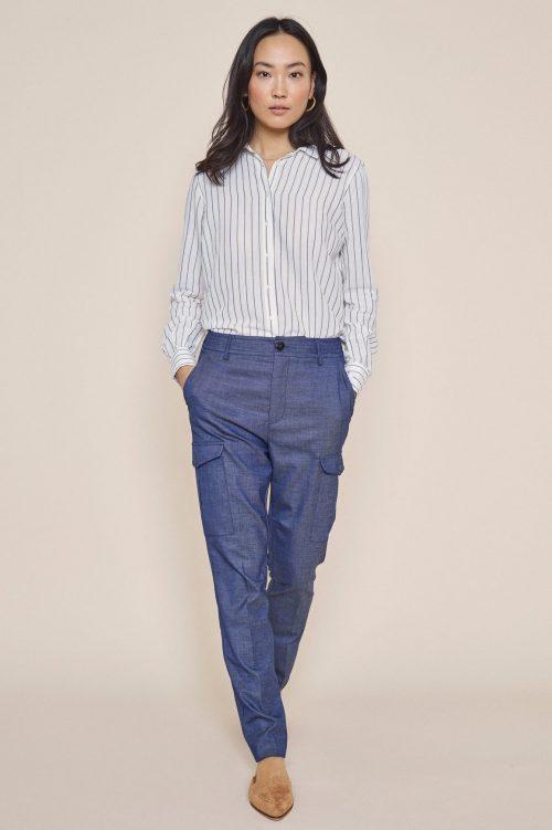 Jeansblå dressbukse med cargolomme i trendy vevet kvalitet Mos Mos - 132202 ray marly pant