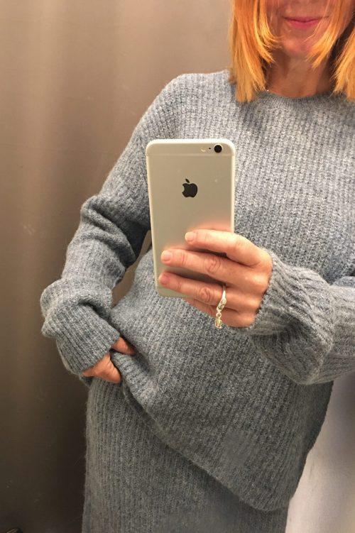 Dusty blue genser og langt strikkeskjørt i alpakkamiks Ilag - huglo sweater / huglo skirt