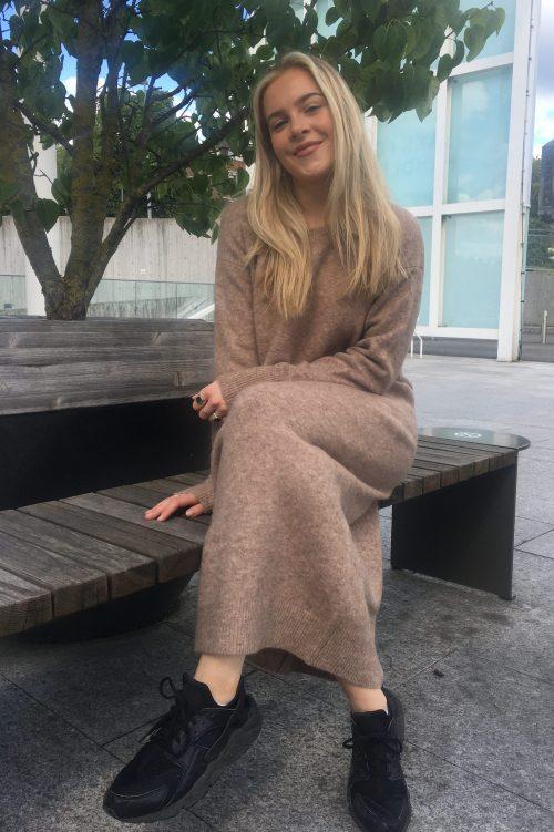 Beigebrunmelert ullmohairmiks lang strikkekjole Ilag - brandasund dress