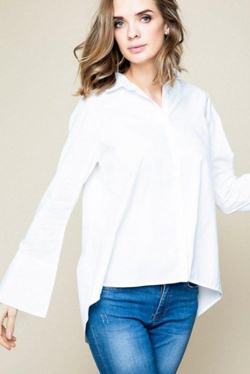 Hvit bomull feminin skjorte med trompeterm, lenger bak i rygg Ella&Il - juni