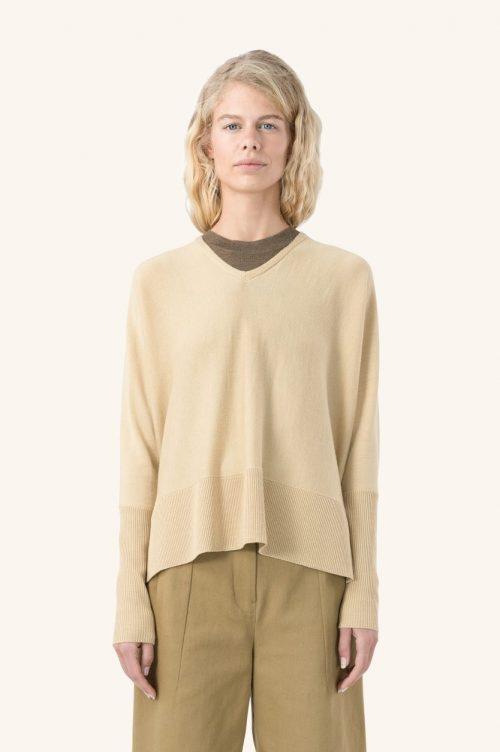 Taupe melert eller sort 100% merino vid v-genser Cathrine Hammel - 1162 wide v-neck sweater