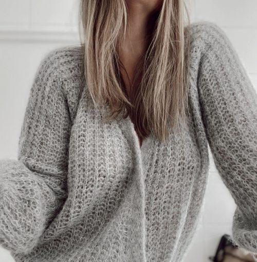 Nougat melange (offwhite) eller dark grey melange cardigan Gai+Lisva - freyja. Her vist i en mer light grey melange farge