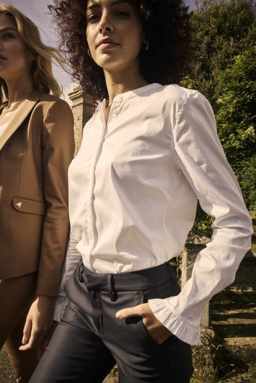 Hvit enkel bomull bluse med volang Mos Mosh - Mattie sustainable shirt