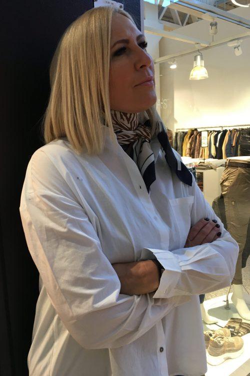Hvit eller sort organisk bomull oversized skjorte Gai+Lisva - shanta