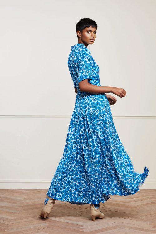 Turkisblåblomstret viskose lang skjortekjole med belte Fabienne Chapot - mia dress