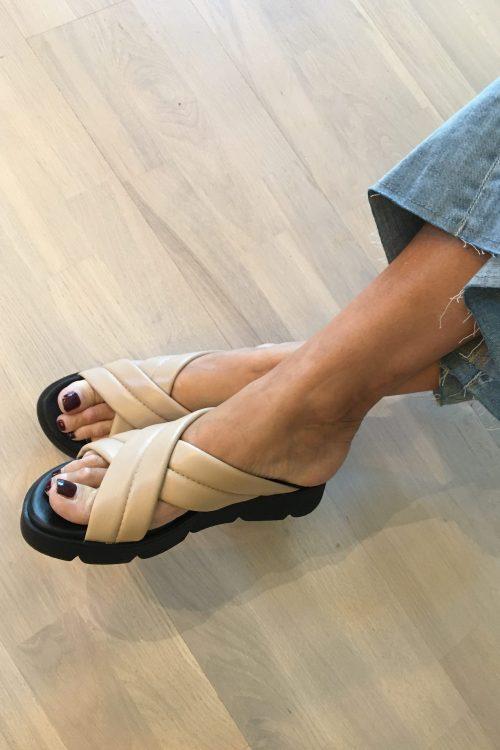 Blush nude skinn sandaler med kryss Shoe BIz - sif