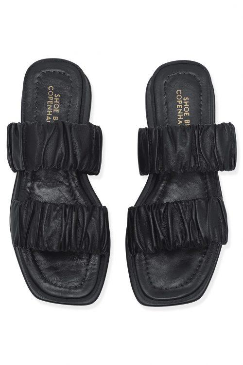 Sort sandal med rynket stropper Shoe Biz - sana