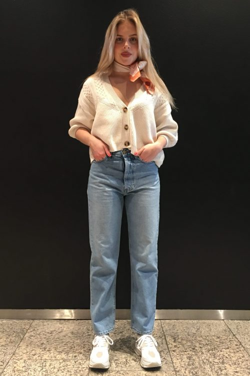 Offwhite flettestrikket bomullsmix cardigan Gestuz - soley Rett kraftig jeans med skult knapper Lois - 2666-6360 Kape Daddy Dana