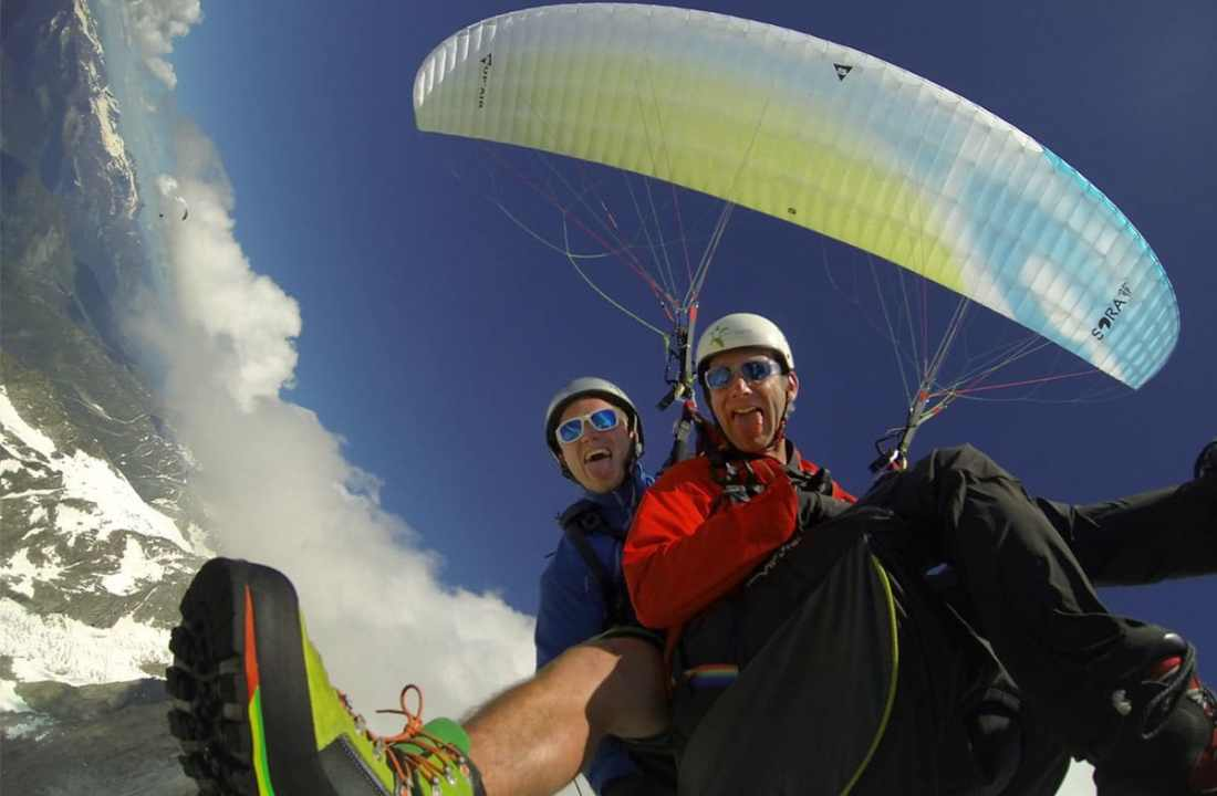 Tandem freestyle paragliding in Chamonix-Mont-Blanc