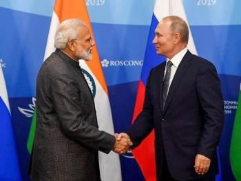 PM Modi announces $1 bn line of credit for development of Russia's Far East