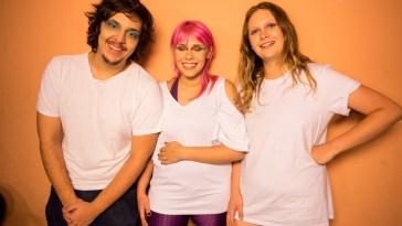 Dois Barcos (crédito Isabela Moreira) lança clipe durante show em São Paulo