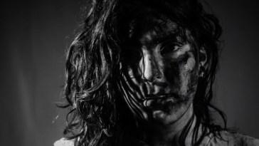"Laura Petit pinta um amor agridoce no clipe ""Bonito"" | Música | Revista Ambrosia"