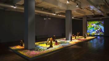 Em cartaz no Oi Futuro, a exposição Narrativas, de Chico Cunha, apresenta instalação de esculturas feitas de balas | Oi Futuro | Revista Ambrosia