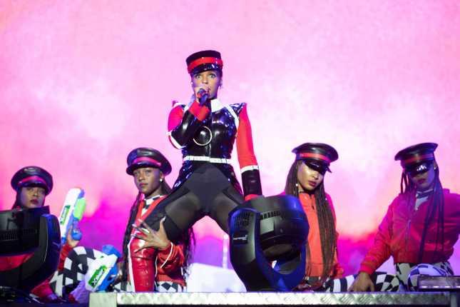 O terceiro e último dia de Super Bock Super Rock foi marcado pelo hip-hop, R&B e música eletrônica | Música | Revista Ambrosia