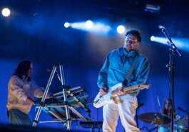 A mistura de gêneros musicais em prol do ritmo dançante deu o tom do primeiro dia do Super Bock Super Rock | Música | Revista Ambrosia