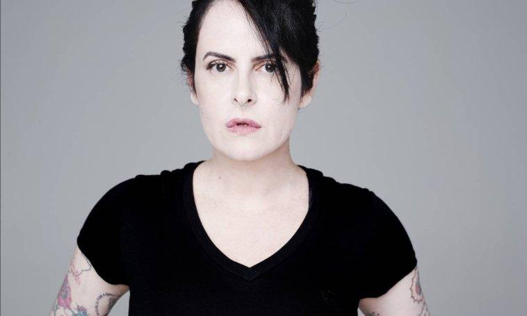 Morre a roteirista Fernanda Young, criadora de Os Normais e Shippados | TV | Revista Ambrosia