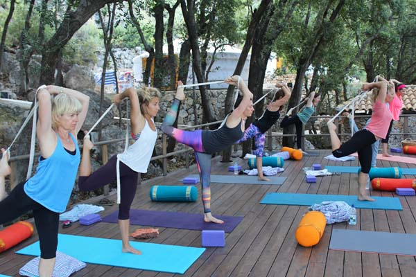 vinyasa-yoga-greece-retreat