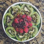 kiwi-raspberry-smoothie-bowl