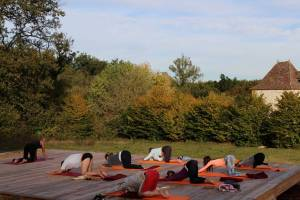 outdoor-womens-yoga-retreat-france