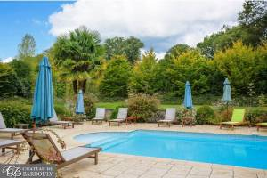 women's yoga retreat with pool in france