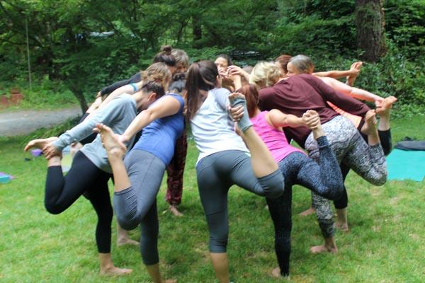 womens-yoga-retreat-circle