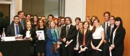 La cérémonie de remise des diplômes pour la promotion 2012-2013 lors de la conférence « le déséquilibre significatif dans les contrats d'affaires : cinq ans après ».