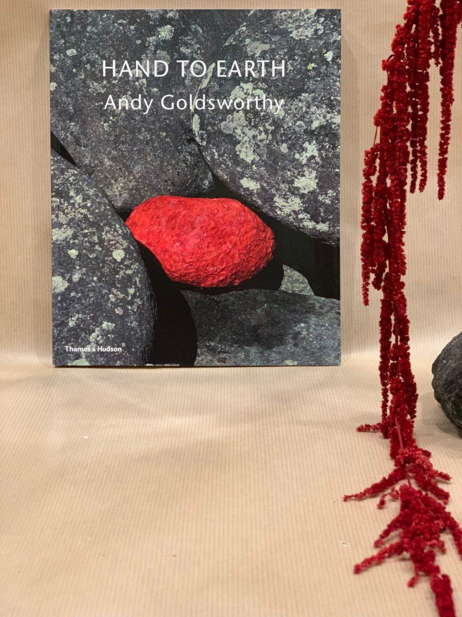 Âme Bordeaux, Hand to Earth par Andy Goldsworthy