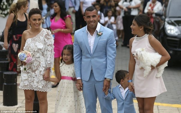 tmp_4890-3b944abe00000578-4059244-in_good_company_the_couple_were_joined_by_children_katie_lito_ju-a-1_1482427458553-204198633