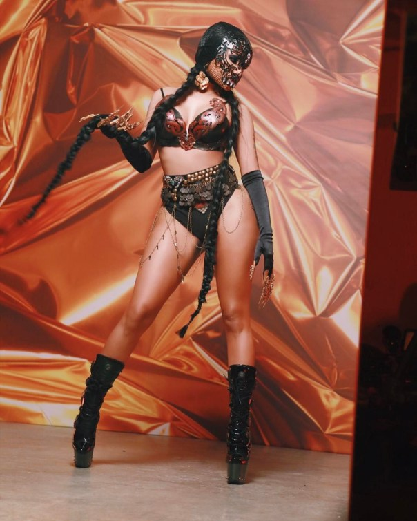 Nicki Minaj Teases Fans With Provocatively Sexy On-Set Photos For David Guetta's 'Light My Body Up'