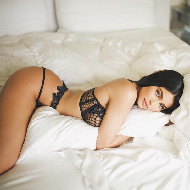 Kylie Jenner Sexy Lingerie Photo From Bed