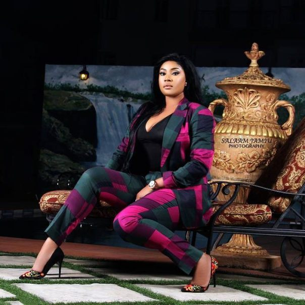 Angela Okorie Replies Commenter Who Questioned Her For Wearing The Same Shoes In Her Photos (1)