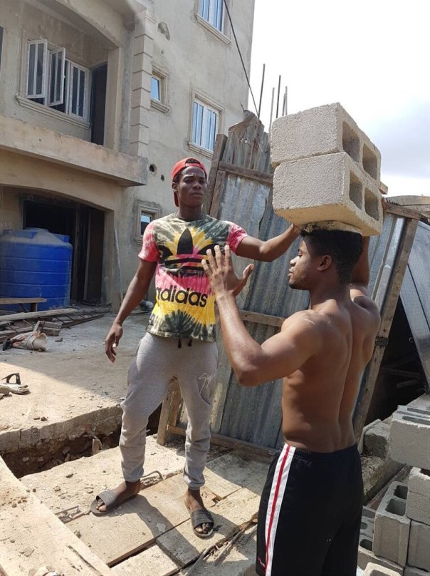 Weflo Spotted As A Bricklayer (4)