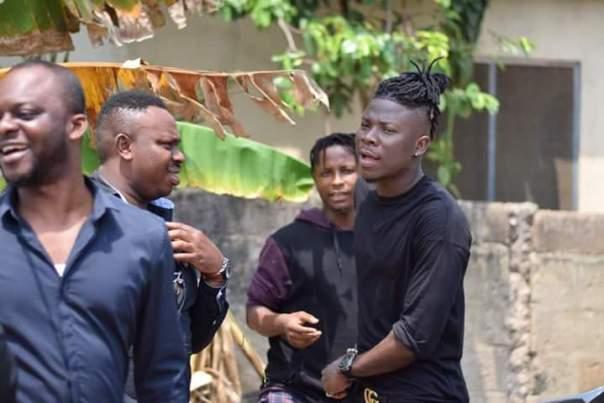 Stonebwoy Visits Ebony Reigns Father (5)