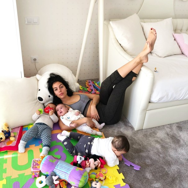 Georgina Rodriguez Starts The Weekend With Her Children In The Playroom (3)