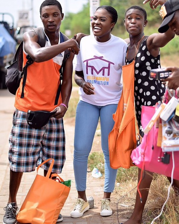 Fella Makafui Went Round The Streets Of Accra Giving Out Gifts To Handicaps (3)