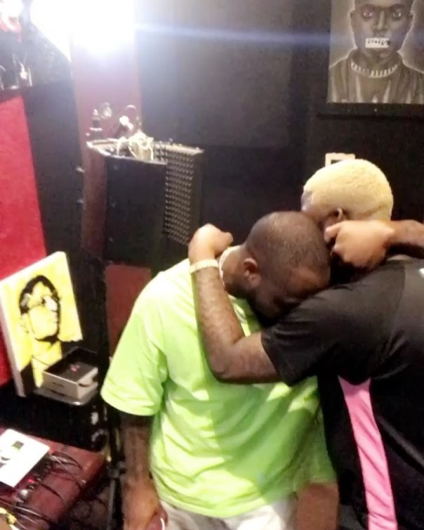 Davido And Skales Locked In A Tight Embrace (2)