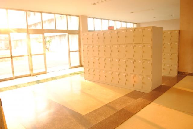 Casiers pour les chaussures des écoliers japonais