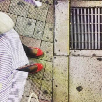 J'aime regarder mes pieds.