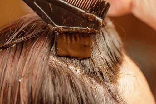 Teindre-ses-cheveux-au-henne-500x333