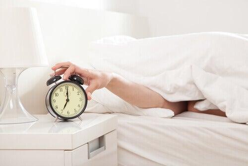 dormir 5 minutes de plus est une erreur matinale qui vous empêche de perdre du poids