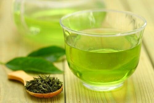 le thé vert pour calmer la rhinite allergique
