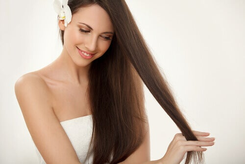 """Taking care of the hair and nails """"width ="""" 500 """"height ="""" 334 """" data-recalc-dims="""