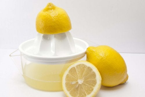 "lemon juice ""width ="" 500 ""height ="" 333 "" data-recalc-dims="