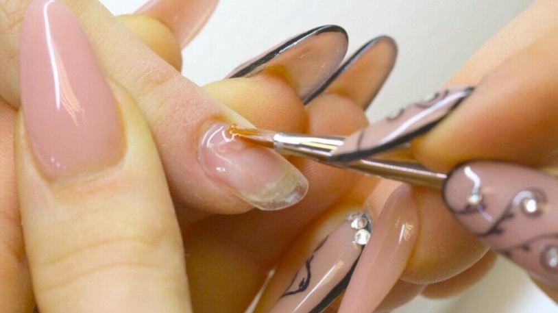 Vous abusez du gel sur les ongles